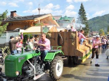 almabtrieb-tractor-kar-optocht