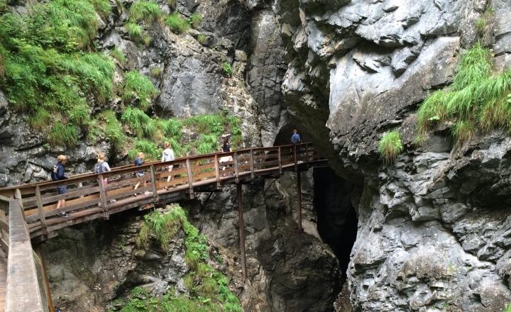 Reiservaring-brug-wandelen