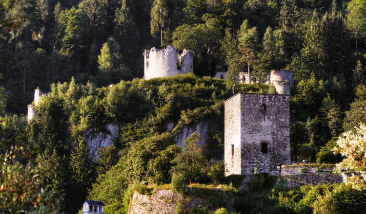 De kasteel ruïne van Rattenberg.