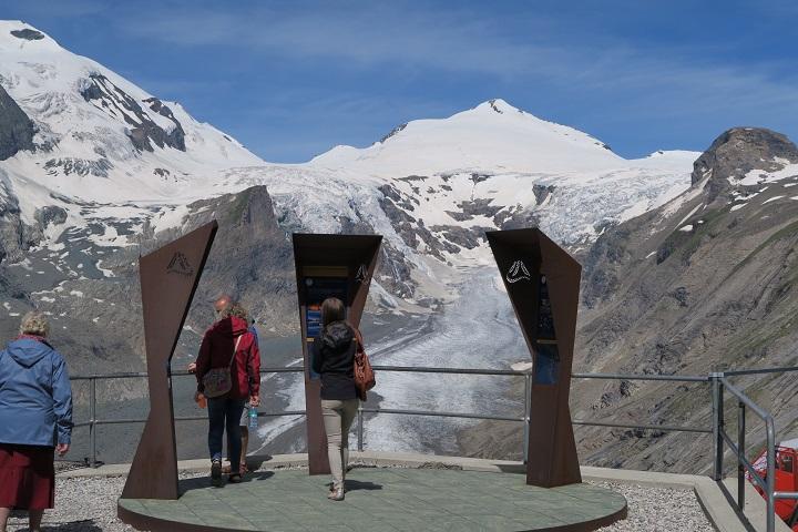Het startpunt van de Alpe Adria Trail met het uitzicht op de Grossglockner