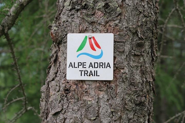alpe-adria-trail-etappe-1-bewegwijzering-route