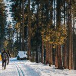Winterwandelen door een ongerepte witte wereld