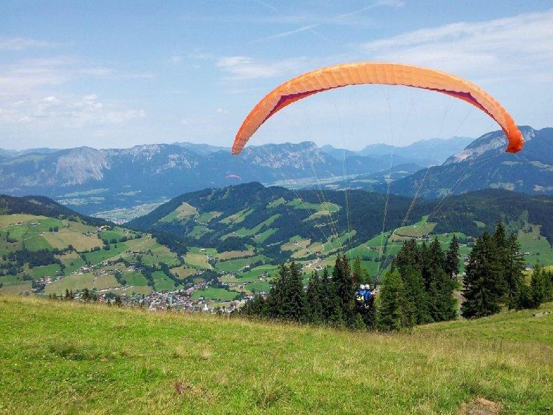 Geweldige uitzichten tijdens paragliding