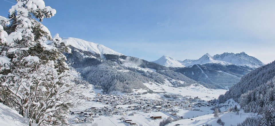 Uitzicht op het Oostenrijkse dorp Nauders